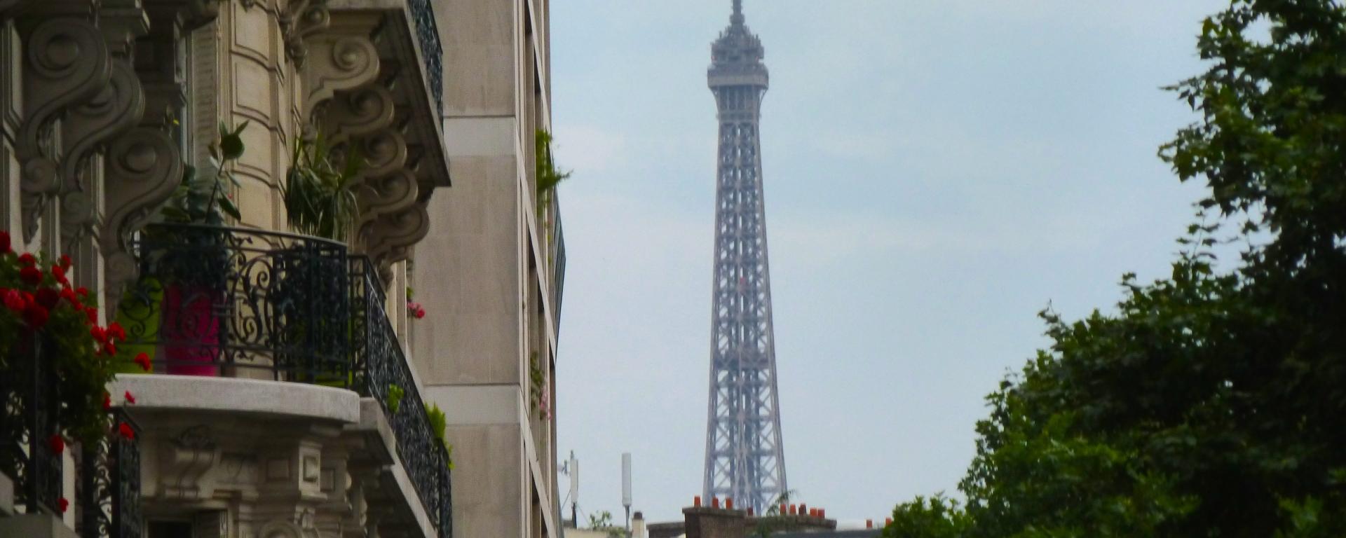 My first glimpse of the Eiffel Tower. Anika Mikkelson www.MissMaps.com