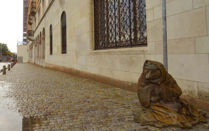 Hemlös räv (Homeless fox) by sculptor Laura Ford - Stockholm, Sweden - August 2015
