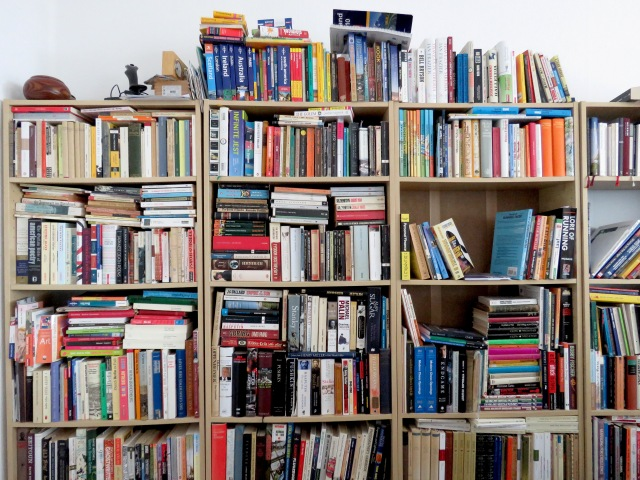 Berlin Library Apartment - Read on at www.beautifulfillment.com