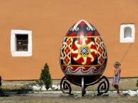 Big Egg Tiny Girl - Kamianets-Podilskyi - Photo by Anika Mikkelson, MissMaps.com