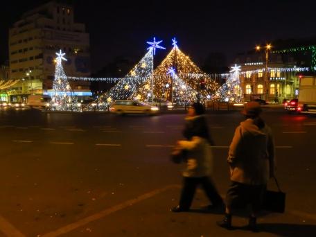 Waiting for the bus in Piatsa Romana - Bucharest Romania - by Anika Mikkelson - Miss Maps - www.MissMaps.com