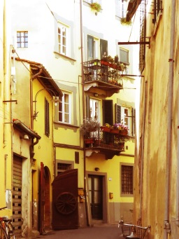 Back Alleys and Bicycles - Lucca Italy - by Anika Mikkelson - Miss Maps - www.MissMaps.com