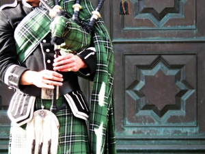 Bagpipes of Scotland - by Anika Mikkelson - Miss Maps - www.MissMaps.com