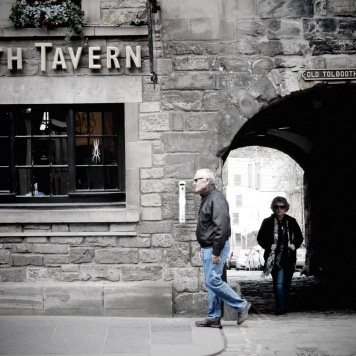 Tolbooth Tavern's next customers - Edinburgh Scotland - by Anika Mikkelson - Miss Maps - www.MissMaps.com