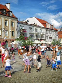 Bubble Dances - Bialystok Poland - by Anika Mikkelson - Miss Maps - www.MissMaps.com