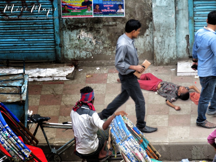 Begging on the Streets of Bangladesh - by Anika Mikkelson - Miss Maps - www.MissMaps.com
